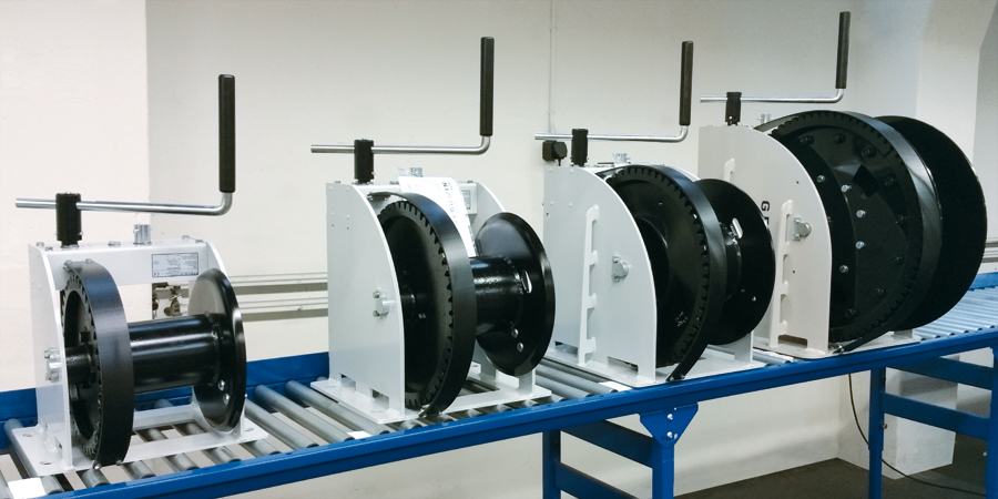 New improvements in the manual winch