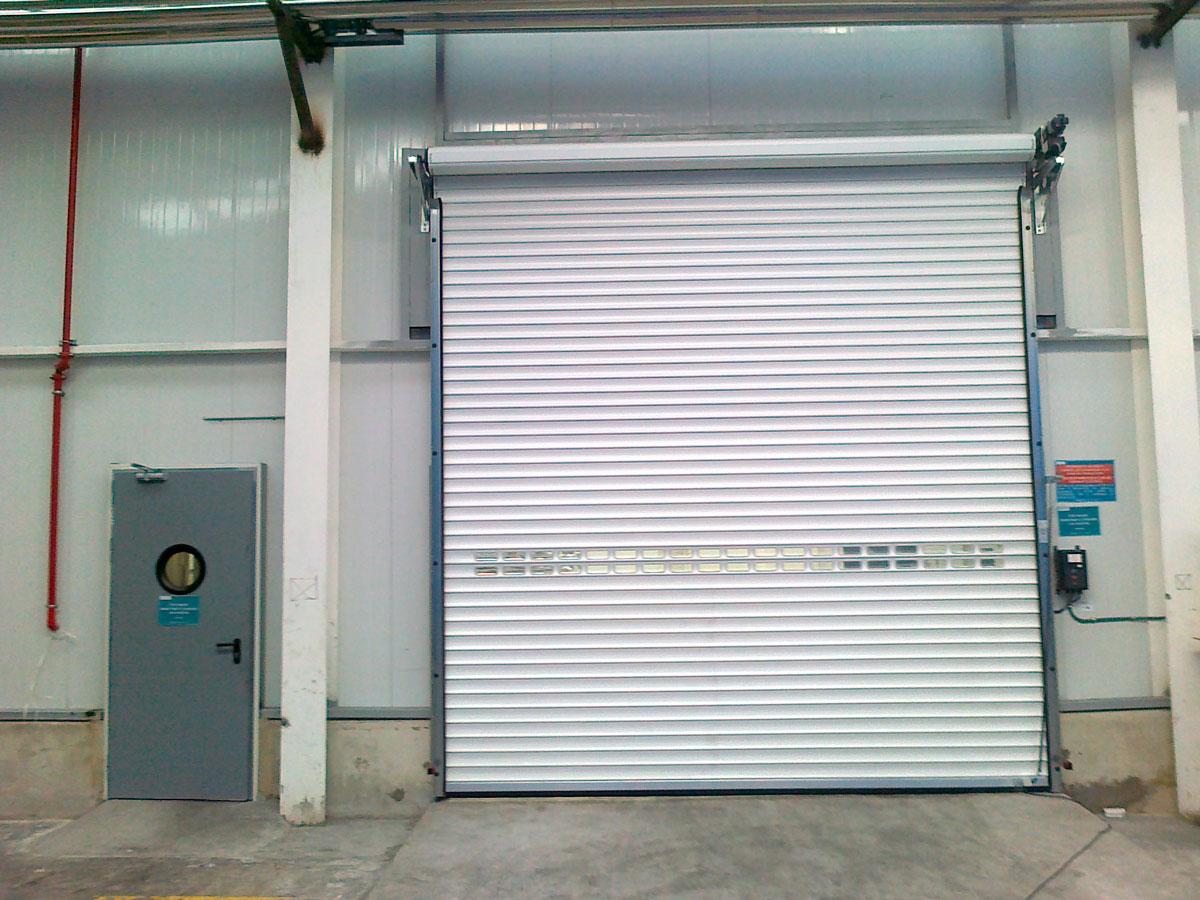 puerta-enrollable-aluminio-cerrada.jpg