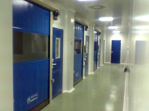 Roll-up door clean room 01