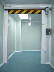 Puerta enrollable sala blanca 03