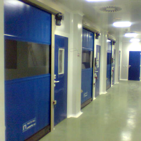 Puerta enrollable para salas blancas