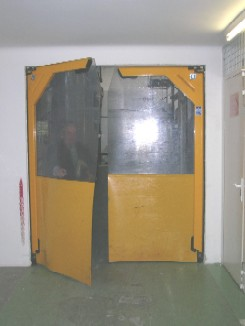 Puerta flexible batiente