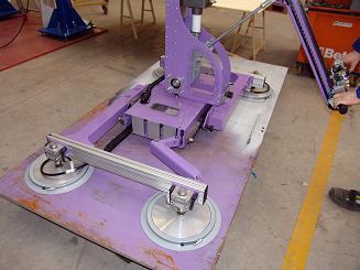 Implemento con ventosas para la manipulación de planchas