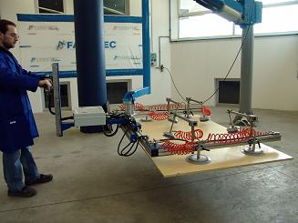 Ingravido manipulator for boards and plates