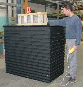 Mesa elevadora de tijera doble con protección por fuelle perimetral