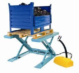 Extra-flat scissor lift table