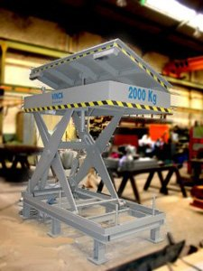 Scissor lift table with hydraulic tilt plate