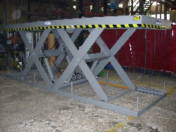 Tandem lifting table with measures on request