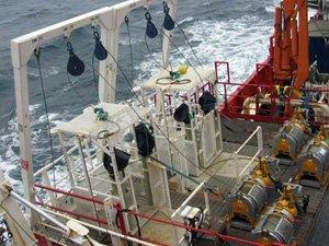 High capacity marine pneumatic winch