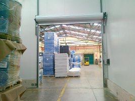 Puerta enrollable aluminio abierta