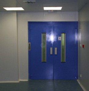 Puerta homologada integrada en el edificio