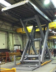 Simple scissor table with tubular structure of 20t load