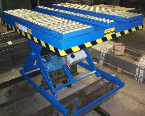 Scissor lift table with free roller change