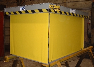 Scissor lift table with protective curtains