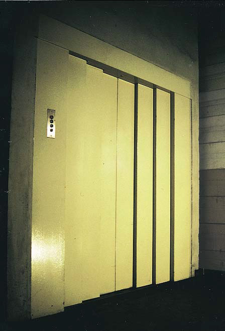 Montacargas puertas 02