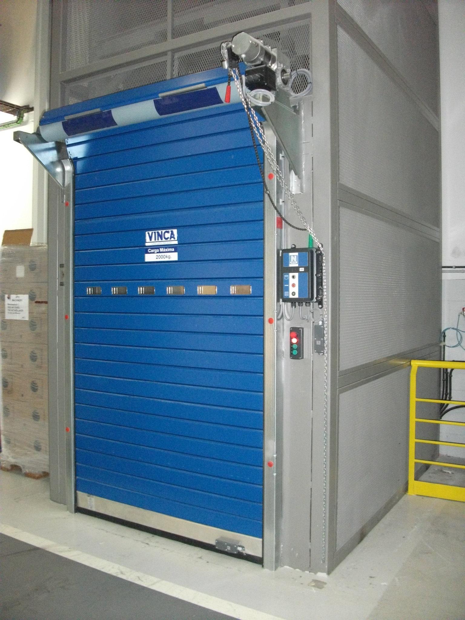 Puerta enrollable interior azul