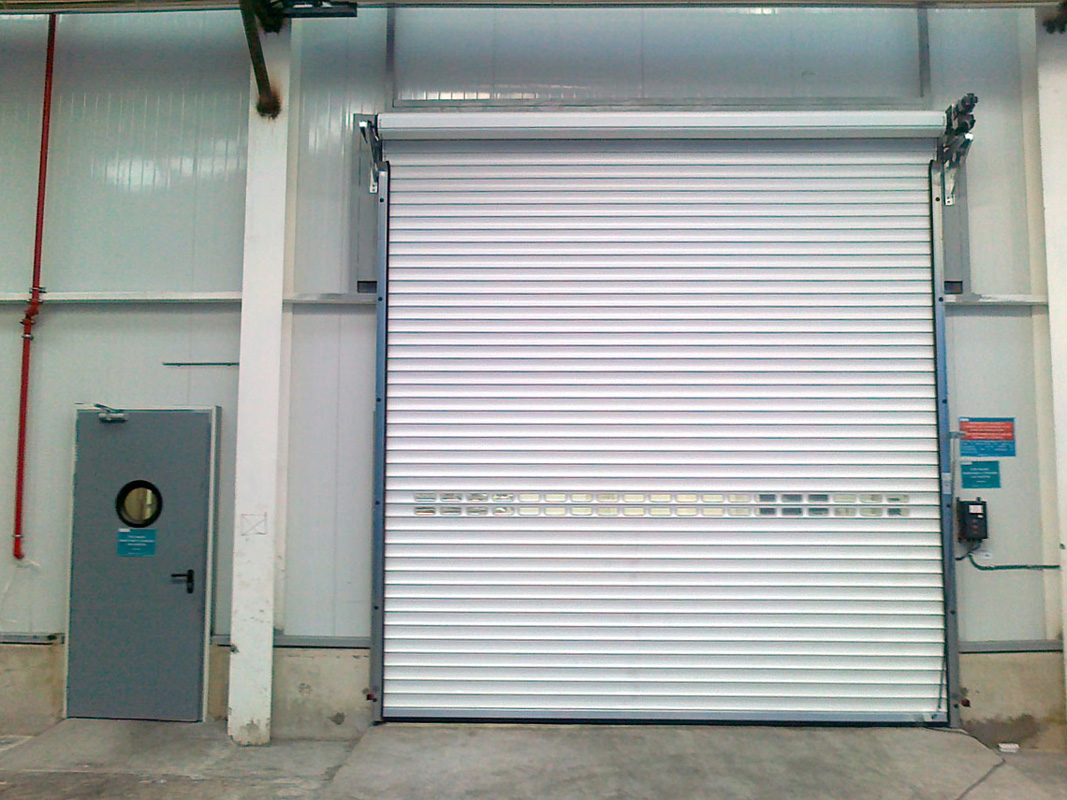 Roller door with insulation