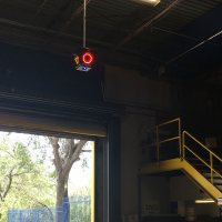 Safe T Signal suspendido en muelles industriales