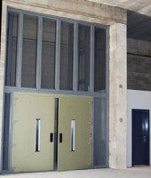 Puerta homologada y cerramiento parcial