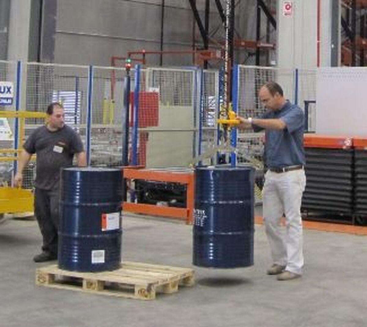 Implemento sujección vertical bidones bobinas 01
