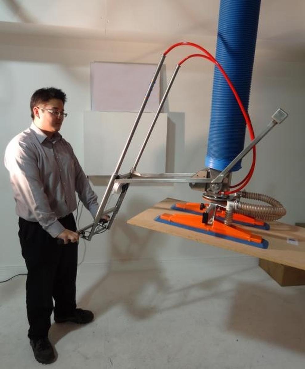 TROMPEX vacuum manipulator for boards with telescopic control