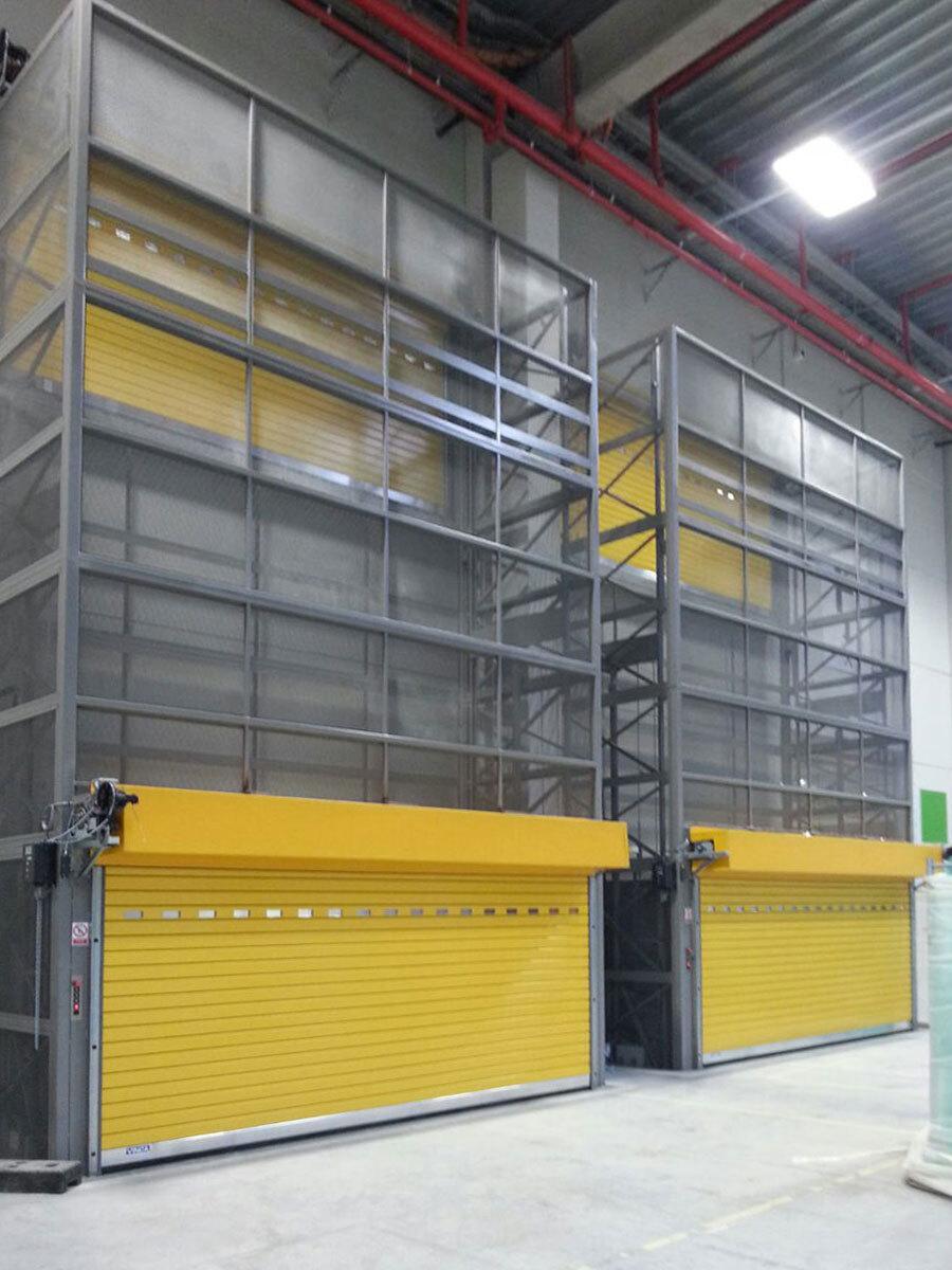 PLT doble bastidor con puerta motorizada