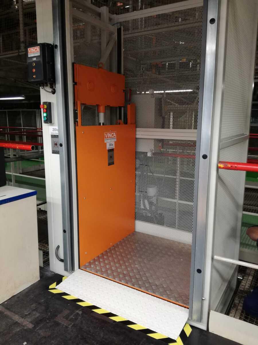 Montacargas elevador para SEAT