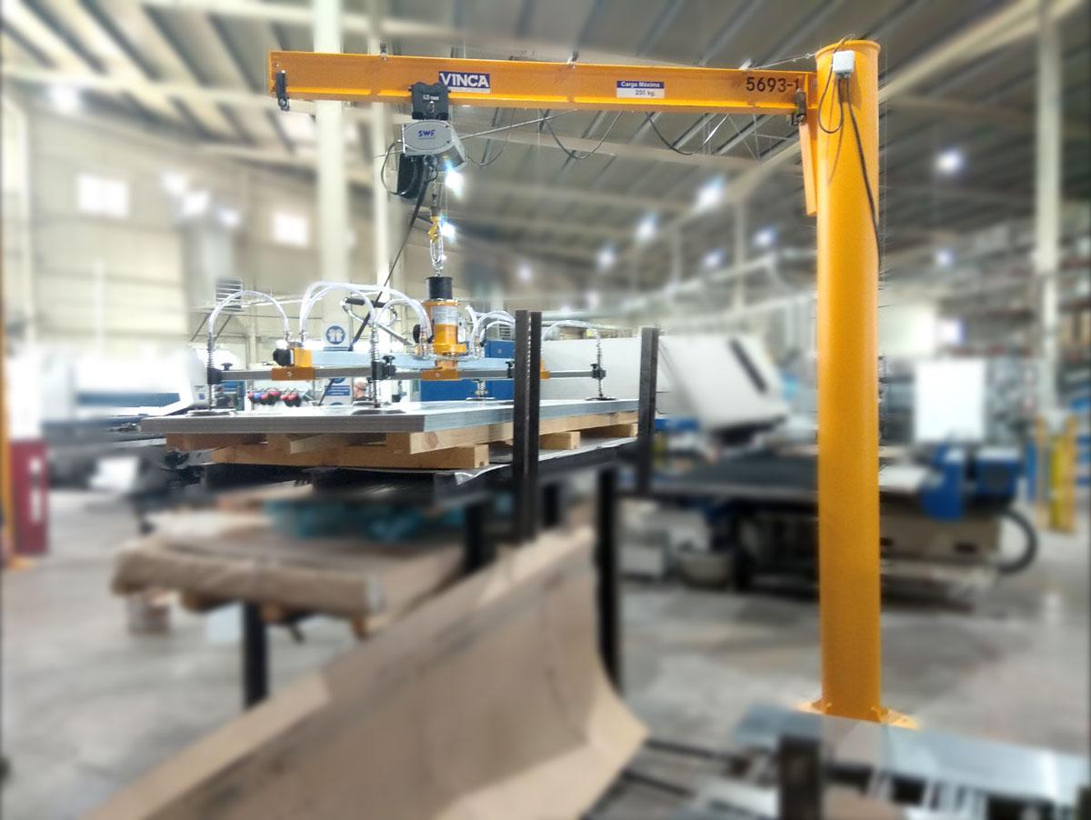 Projecte POWER METAL WORKS: Plumes amb VACU-LIFT